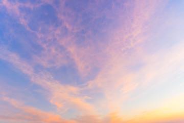Farbenfroher Himmel bei Sonnenaufgang