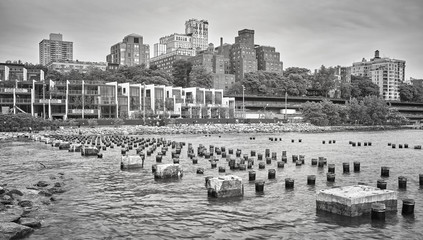 Black and white picture of Brooklyn Heights waterfront, New York City, USA.