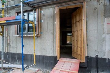 Bau Baustelle Haus Eingang Holztür