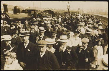 Sticker - Excursion Crowd Station. Date: circa 1908
