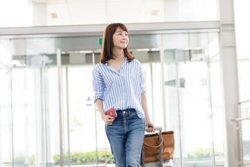 旅行・女性・空港
