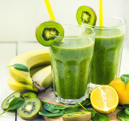 Green smoothie with spinach,banana, kiwi.