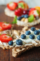 Multigrain rie cakes with berries, fruit and almond for healthy breakfast