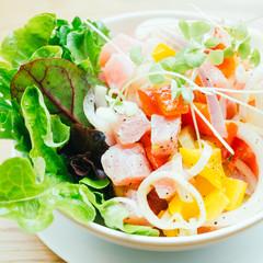 Raw and fresh tuna with vegetable salad