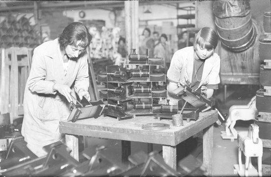 Making Model Trains. Date: 1920s