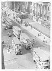 Fototapete - Buses in Trafalgar Square  London . Date: 1945