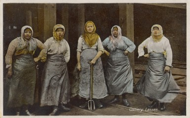 Wigan 'Coliery Lasses'. Date: 1900