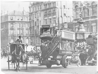 Piccadilly Circus - 1907. Date: 1907