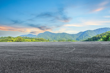 Stores photo Olive asphalt road and mountain background