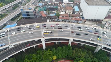 中国 渋滞 上海 近代都市 巨大都市 立体交差 螺旋 経済発展 チャイナマネー 車 大都会 都市景観 二重 バス 高級車 空撮 公園