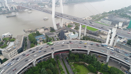 中国 上海 高速道路 橋 渋滞 チャイナマネー 大都市 黄浦江 車 空撮 直線 曲線
