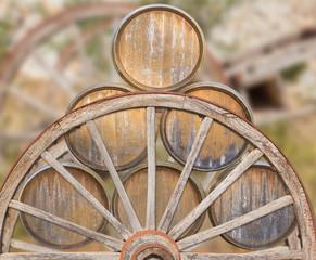 tonneaux sur tombereau ancien