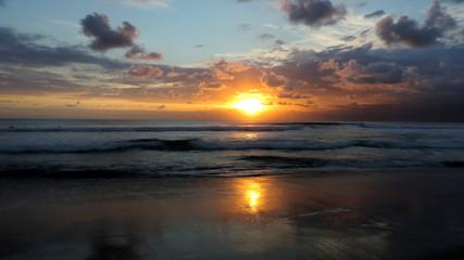Foto op Plexiglas Zee zonsondergang Sunset on Kuta beach, Bali