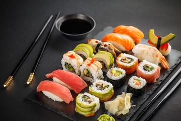 In de dag Sushi bar Fresh sushi plate