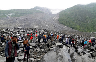 People search for survivors landslide site that occurred in Xinmo Village