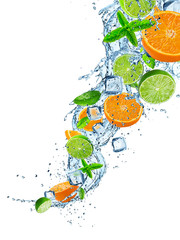 Foto op Aluminium Opspattend water Fresh limes and oranges with water splash on white.
