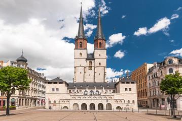Die Marktkirche mit Hallmarkt in Halle an der Saale, Sachsen-Anhalt