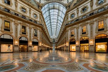 Milano, galleria in notturna