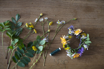 Making a flower wreath