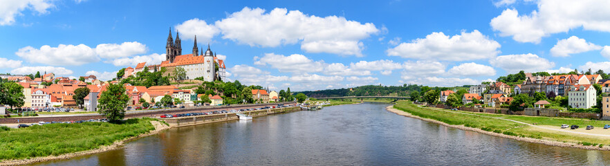 Panorama von Meißen über der Elbe Fototapete