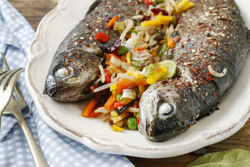 Rainbow trouts with cut vegetables.