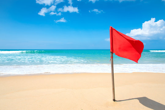 warning sign of a red flag at a beach.