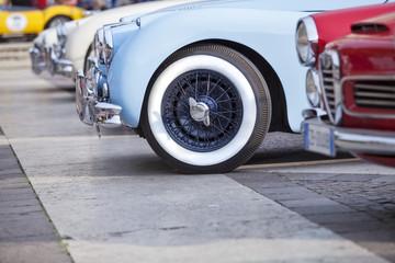 vecchie auto in esposizione
