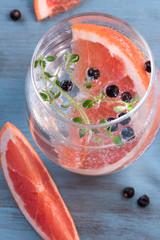Grapefruit and Juniper Berries Gin and tonic