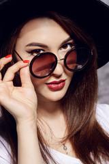 round sunglasses style