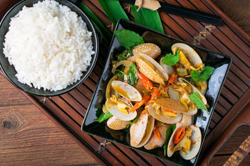Stir fried clams with chili paste and basil leafs