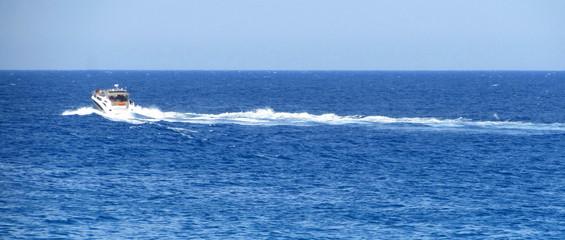 guida veloce in barca