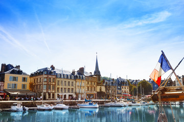 Honfleur harbor with sailboats at sunny day Fototapete