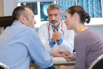 gynecologist talking to couple and options to conceive