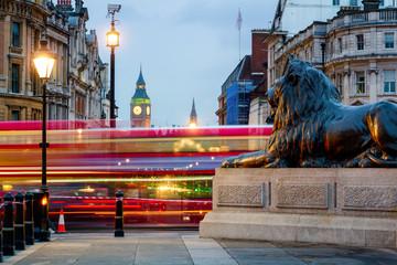 Foto op Aluminium Londen rode bus London Trafalgar Square lion and Big Ben tower at background, London, UK