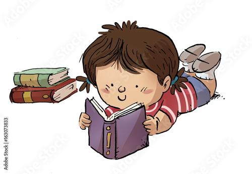 """""""niña Leyendo Un Libro Tumbada"""" Fotos De Archivo E"""