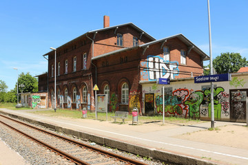 Photo sur Toile Gares The train station in Seelow, Germany