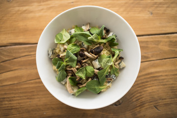 cous cous con gorgonzola, funghi e songino