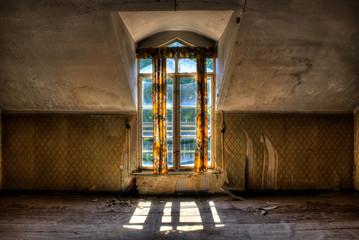 Altbauwohnung Fenster mit Gardinen