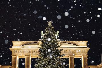 Weihnachtsbaum am Brandenburger Tor in Berlin