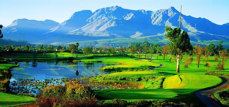 Der Fancourt Golf Country Club in George an der Garden Route in Südafrika. Fancourt Golf and country club in George in the heart of the garden route.