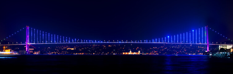 Photo sur Aluminium Pont Illuminated Bosphorus bridge