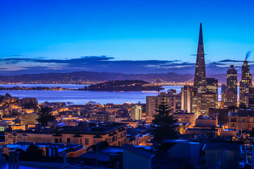 The twilight scene of San Francisco Bay