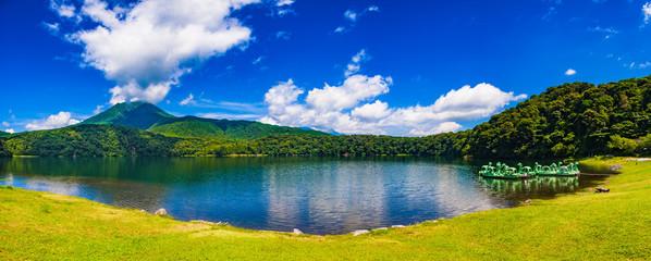初夏 御池と霧島連山