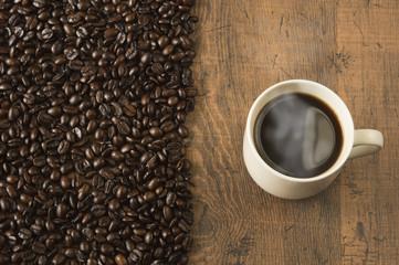 コーヒー豆とホットコーヒー カフェイメージ