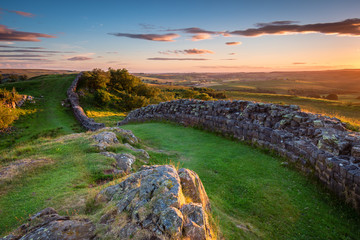 Hadrian's Wall near sunset at Walltown / Hadrian's Wall is a World Heritage Site in the beautiful Northumberland National Park. Popular with walkers along the Hadrian's Wall Path and Pennine Way Fototapete