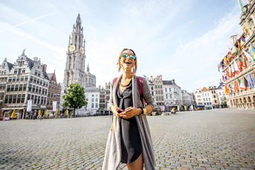 Photo sur Aluminium Antwerp Young woman tourist walking on the Great Market square during the morning in Antwerpen, Belgium