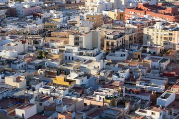 Vista aérea de la ciudad al amanecer.