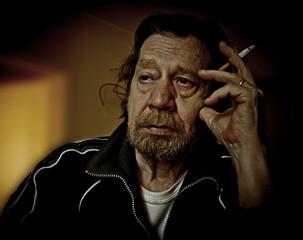 Uomo anziano, tabagista, depressione.