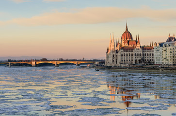Printed kitchen splashbacks Budapest Scenic winter view of the embankment of the Danube and the Hungarian Parliament building in the soft evening light, Budapest, Hungary