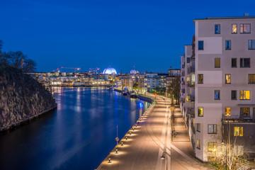 Hammarby och villa till semi